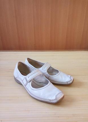 Белые кожаные туфли tamaris