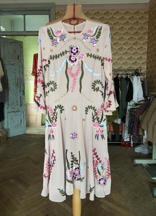 Бежевое платье с вышивкой в стиле этно пайетки цветы frock and freel