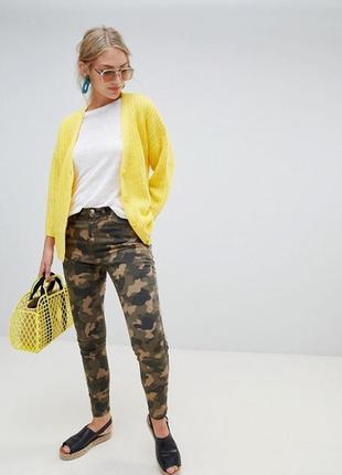 Камуфляжные джинсы брюки высокая посадка stradivarius