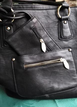 Вместительная сумка с кошельком.