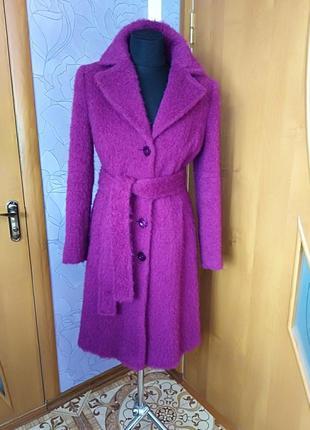 Стильное и яркое пальто