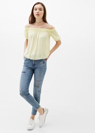 Блуза белая со спущенными плечами
