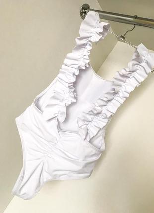 Белый спільний суцільний слитный сдельный купальник рюши открытая спинка бразильяна