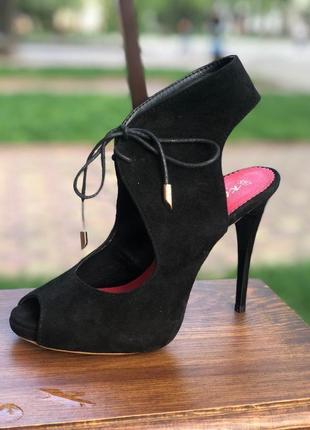 Босоножки на шнуровке и шпильке с натурального замша 39 размера