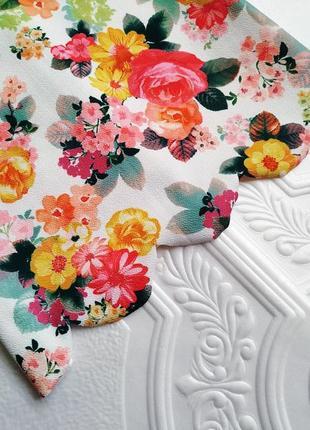 Фактурная короткая майка quiz, в цветочный принт4 фото