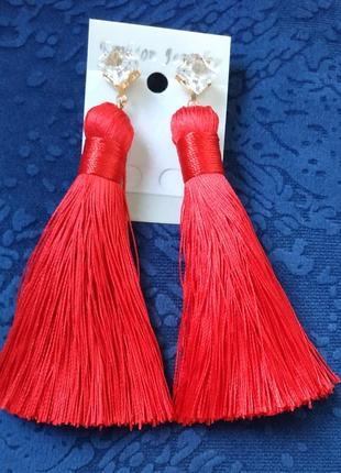 Серьги кисти кисточки нити сережки красные вечерние выпуск