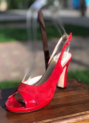 Открытые красные босоножки на высоком каблуке с натурального замша