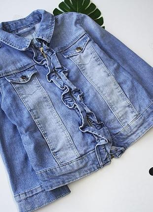 Джинсовый пиджак с рюшами