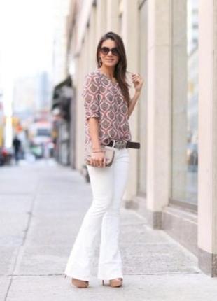 Стильні білі джинси кльош