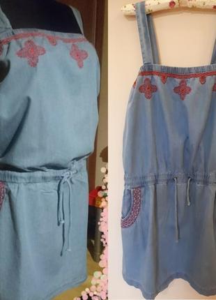 Стильное джинсовое платье сарафан с вышивкой большого размера