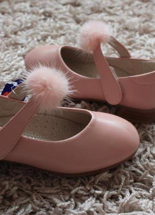 Красивые туфельки на девочку 27,29