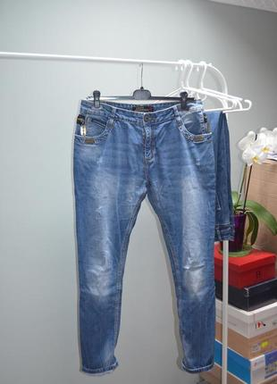 Стильные джинсы бойфренды