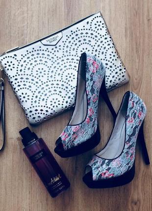 Кокйтельные туфли с кружевом