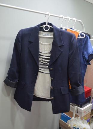 Стильный пиджак темно-синего цвета