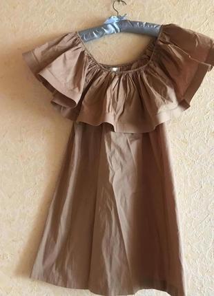Дизайнерское платье с открытыми плечами