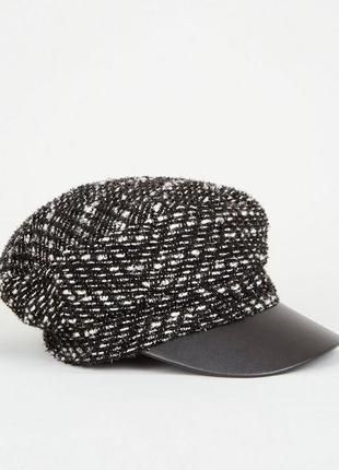 Стильная кепка кеппи от new look , ч/б, с люрексом. новая!