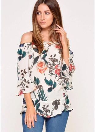 Плиссированная блуза с открытыми плечами в растительный принт