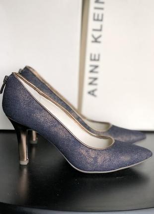 Стильные туфли необычного цвета новые
