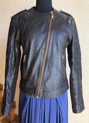 Кожаная куртка косуха коричневая от бренда mango