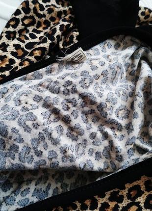 Платье с открытым плечом, в леопардовый принт4 фото