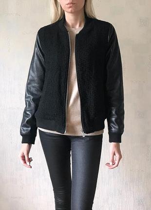 Бомбер куртка с кожаными рукавами amisu