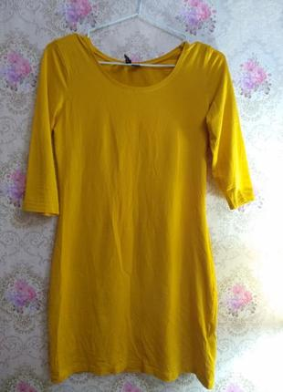 Платье по фигуре горчичного цвета