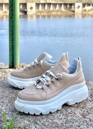 Кожаные стильные кроссовки