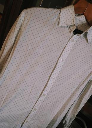 Белая рубашка в узор