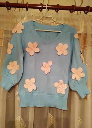 Весенний свитерок с цветочным принтом