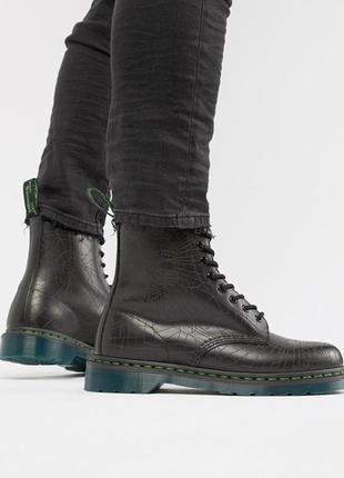 Оригинальные dr martens 1460 skull 8-eye boots in black