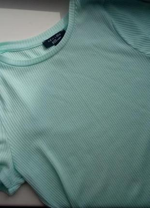 Мятная летняя футболка от new look в обтяжку