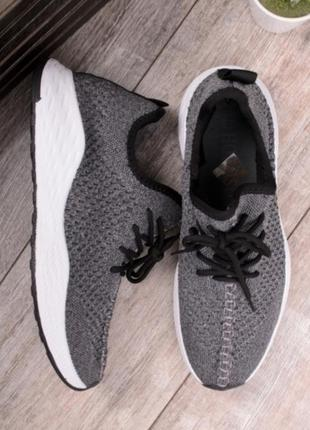 Серые мужские летние кроссовки в сеточку