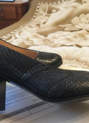 Туфли на низком каблуке soldi 36р.