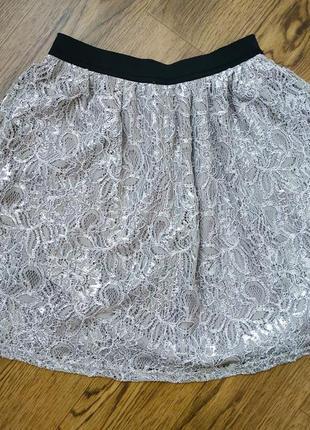 Короткая нарядная юбка ажурная с серебристым люрексом