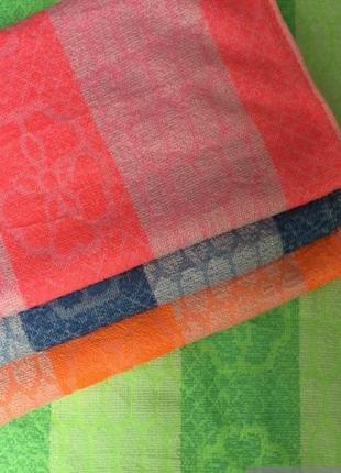 Комплект синтетических полотенец.