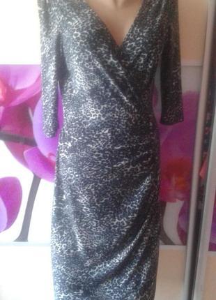 Платье на запах с декольте