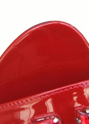 Красные лаковые босоножки5 фото