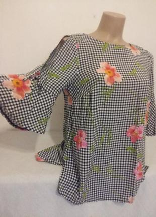 Актуальная  легкая блузка вискоза рукав с разрезом колокольчик