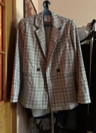 Двубортный пиджак в клетку5 фото