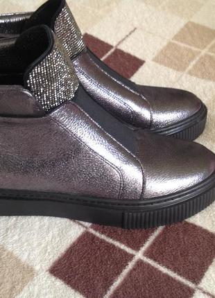 Крутые деми ботинки estro