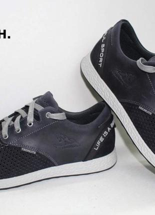 Спортивні туфлі