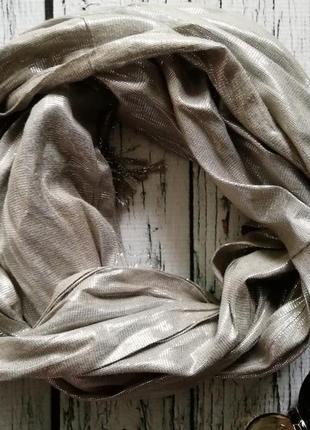 Серебристый шарф