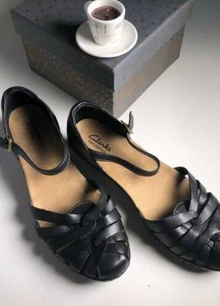 Летние кожаные туфли (сандали) черного цвета на низком каблуке