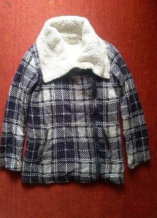 Отличное теплое зимне-осеннее пальто от bershka