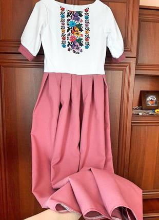 Шикарне довге плаття