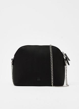 Черная сумка кросс боди на цепочке