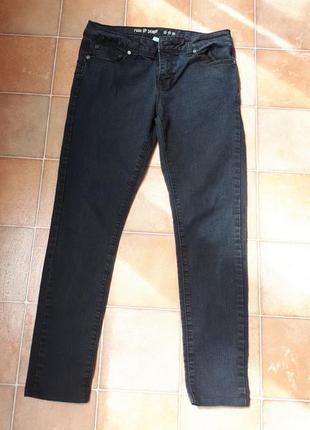 Укороченные джинсы скинни известного бренда