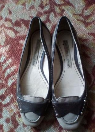 Кожаные туфли балетки от zara.