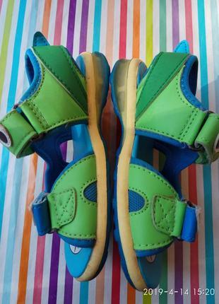 Прикольні босоніжки - крокодильчики4 фото