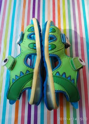 Прикольні босоніжки - крокодильчики5 фото